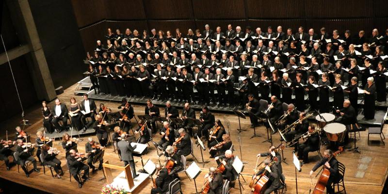 Image of the Syracuse Oratorio Society Chorus performing on stage
