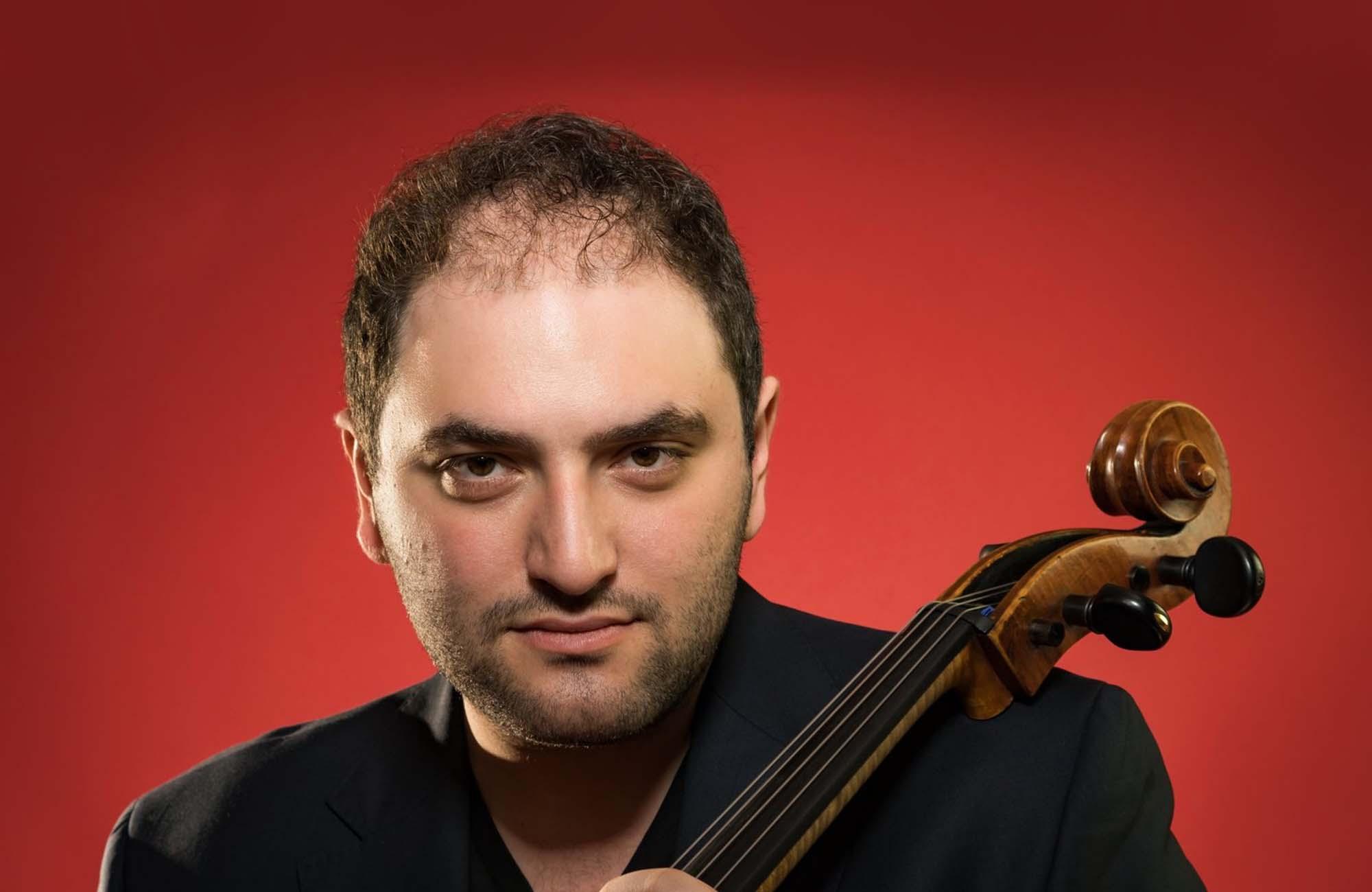 Julian Schwarz holding cello
