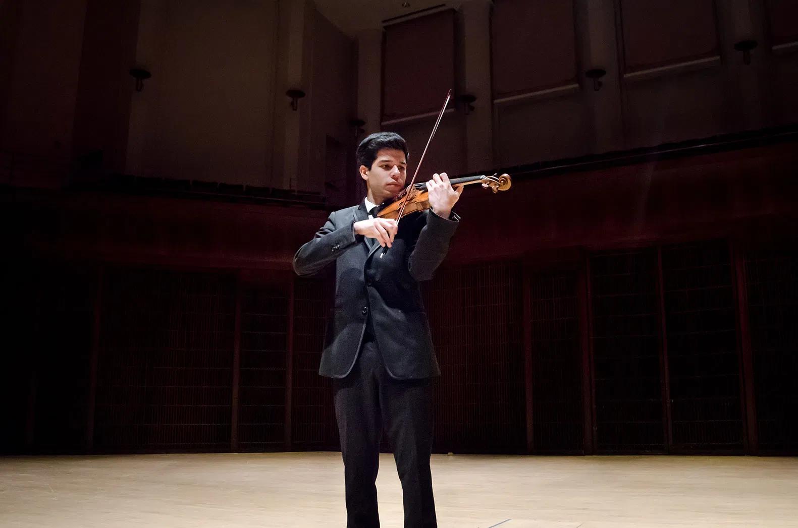 Ruben Rengel on stage playing violin